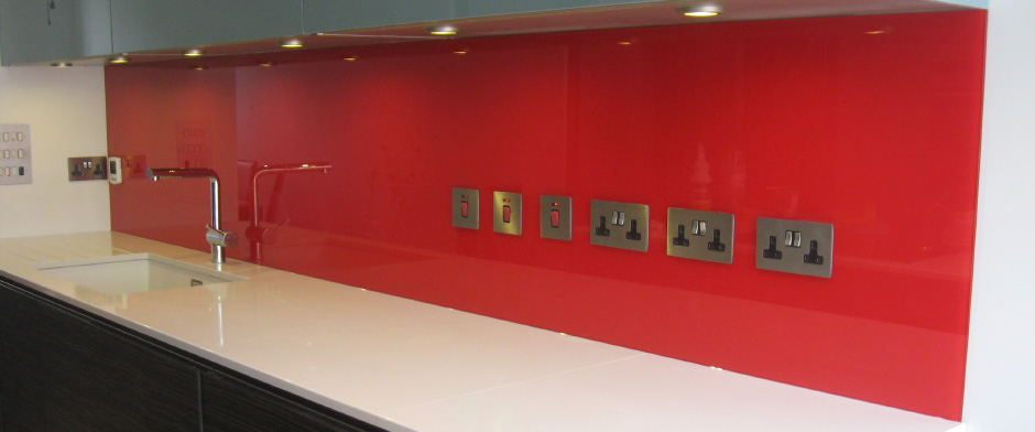 Glass splashbacks and glasstops in all colours and sizes!